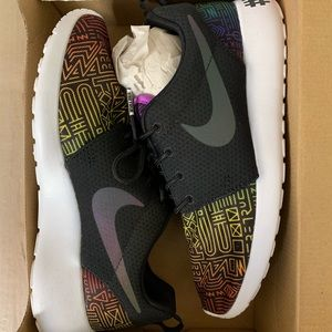 Limited edition pride Nike roshe shoes - 5